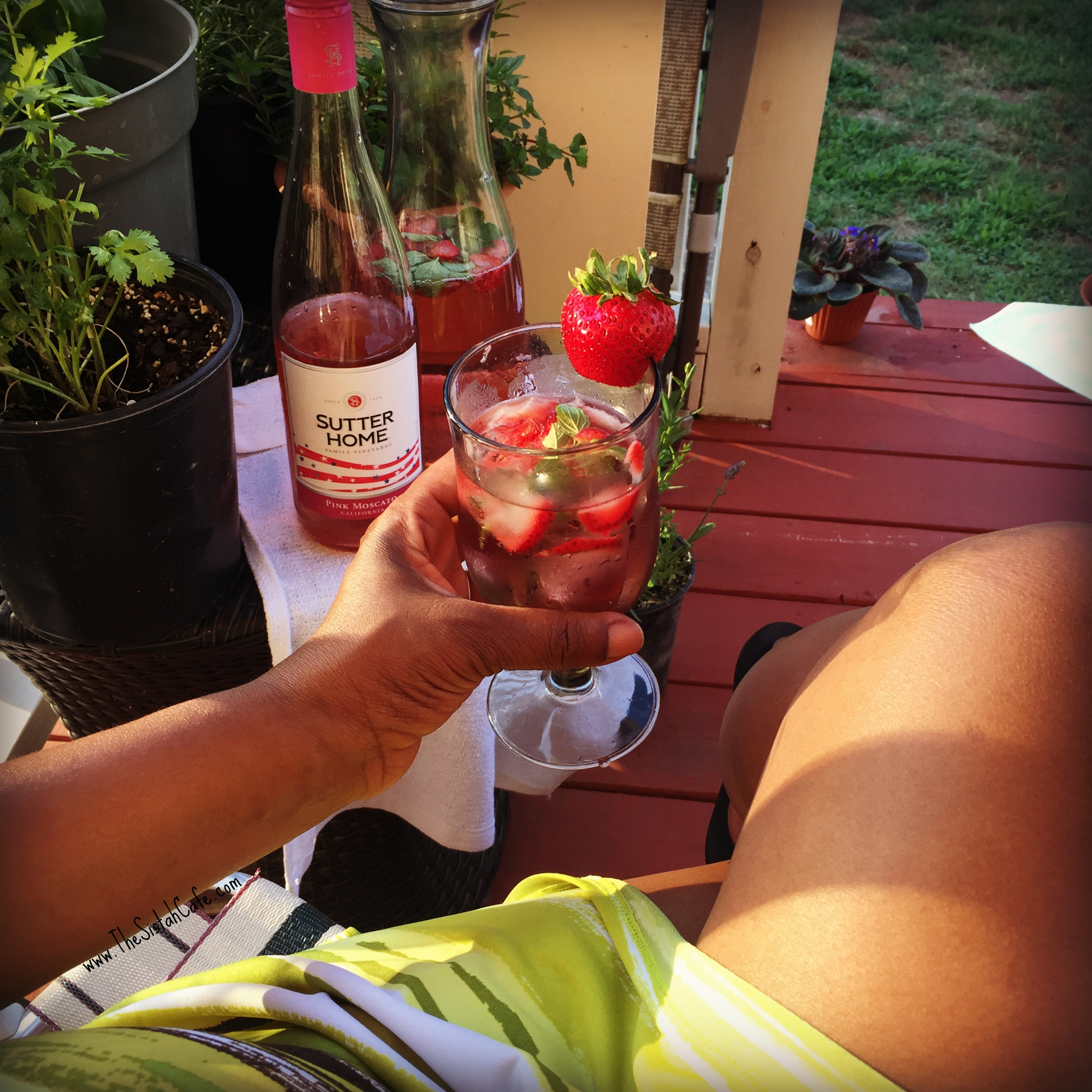 The Perfect Summer Cocktail: Strawberry-Mint Moscato Wine ...