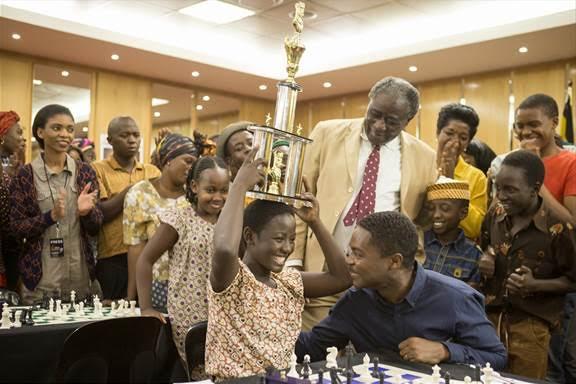 queen-of-katwe-winning-trophy